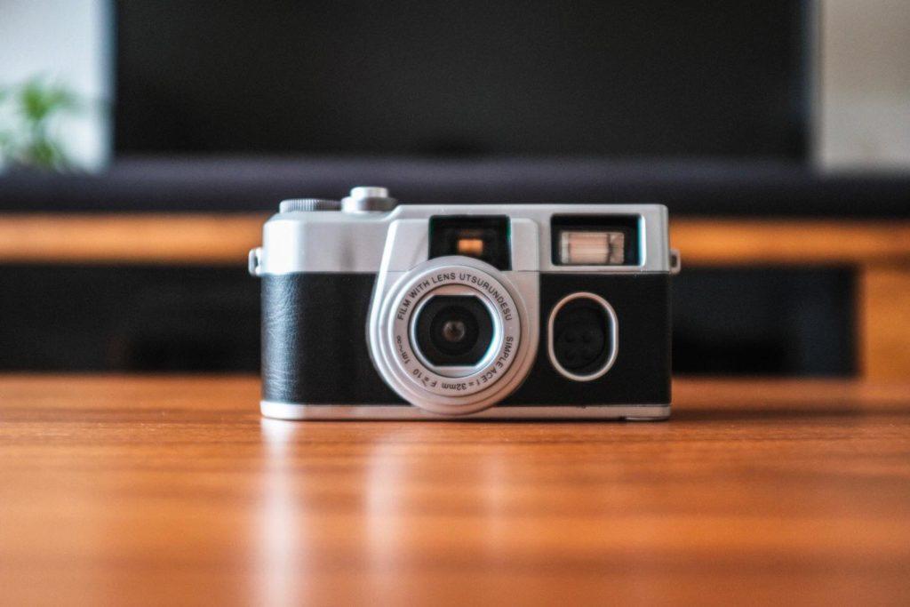 フィルムカメラに見える専用カバー『写ルンです プレミアムキットⅡ』[開封レビュー]